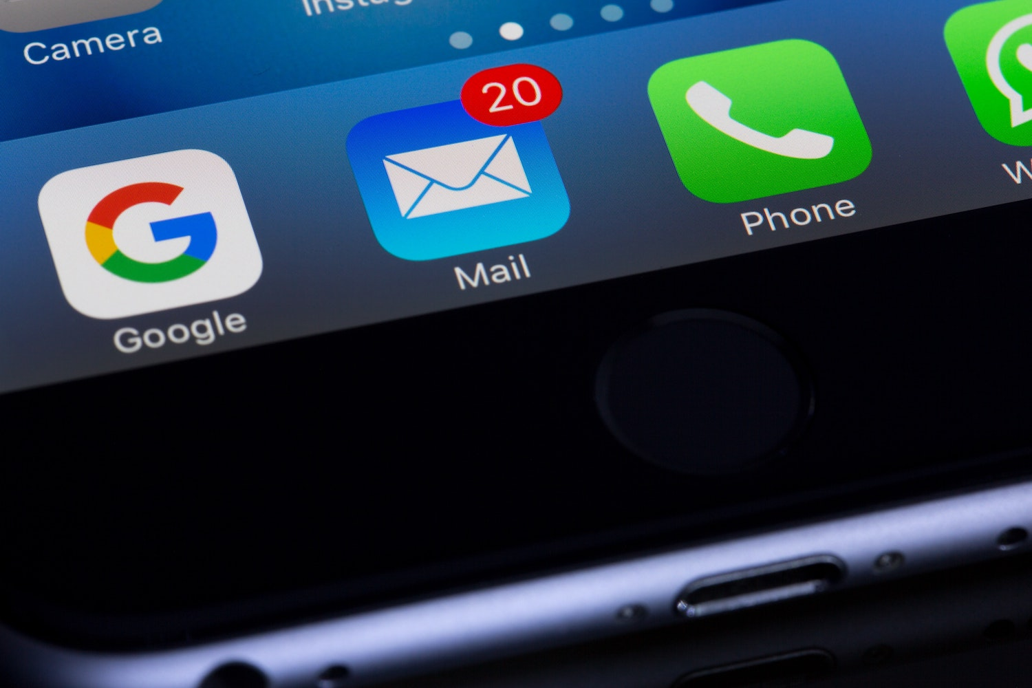 Apple Mail app with email notifications